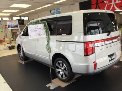 新型デリカD:5が当店の営業スタッフの誕生日に爆誕!!